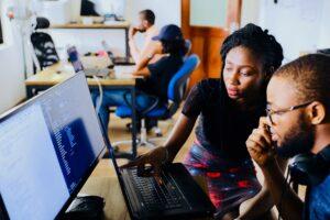 Gerentes De Projeto Lendo Os Cases Sobre Desenvolvimento Em Java Na DB1